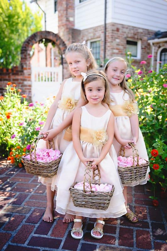 Portrait der drei Blumenkinder bei der Trauung von Lauren & Mark in Kalifornien